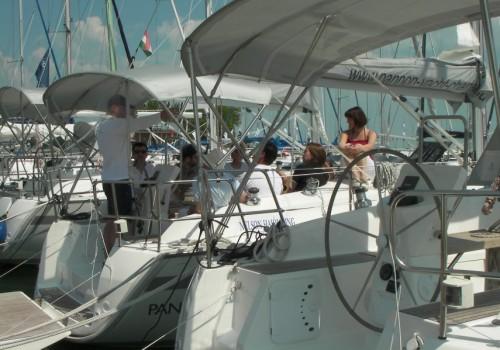 vitorlás csapatépítés, ismerkedés a hajóval