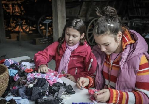 kézműves program, zokniló készítés