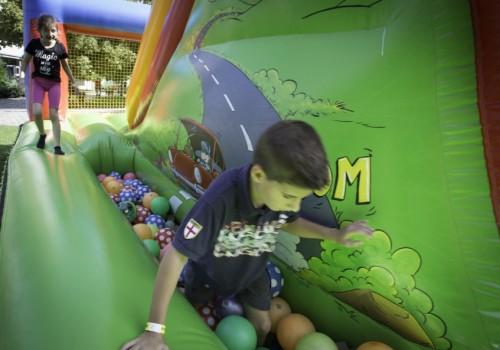 gyerekprogram, labdás ugrálóvár