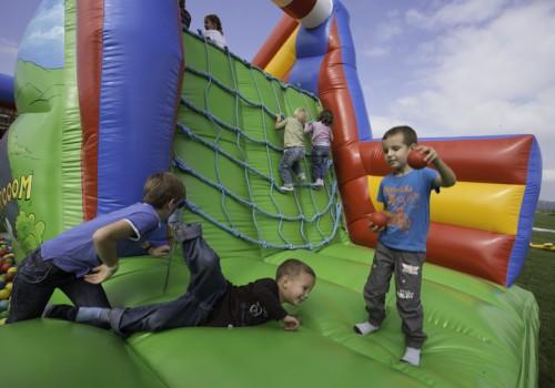gyerekprogram, csúszdás ugrálóvár